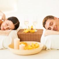 picture of couple in spa salon getting massage