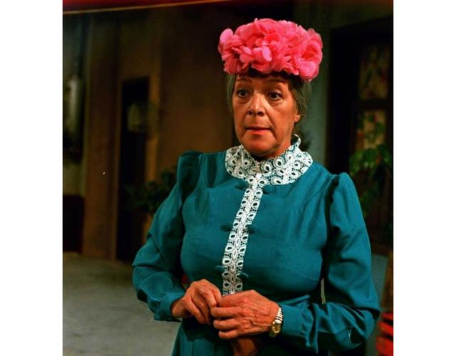 Subastarán el vestido de Doña Cleotilde, 'La bruja del 71'