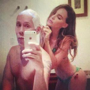 Belinda Sorprende Con Foto Con Un Señor Desnudo Kebuena