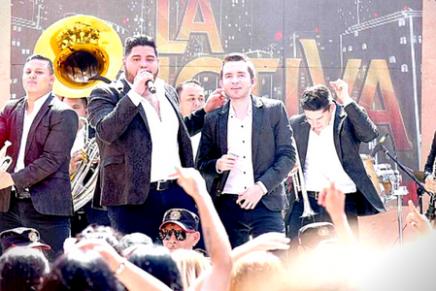 La banda del género regional mexicano, La Adictiva, se ha mostrado muy atenta a sus seguidores, a quienes han dado a conocer varias sorpresas.