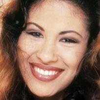 Se han revelado las primeras imágenes de la bioserie basada en la vida de Selena Quintanilla, pero han causado controversia.