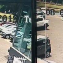 hombre chocó su auto