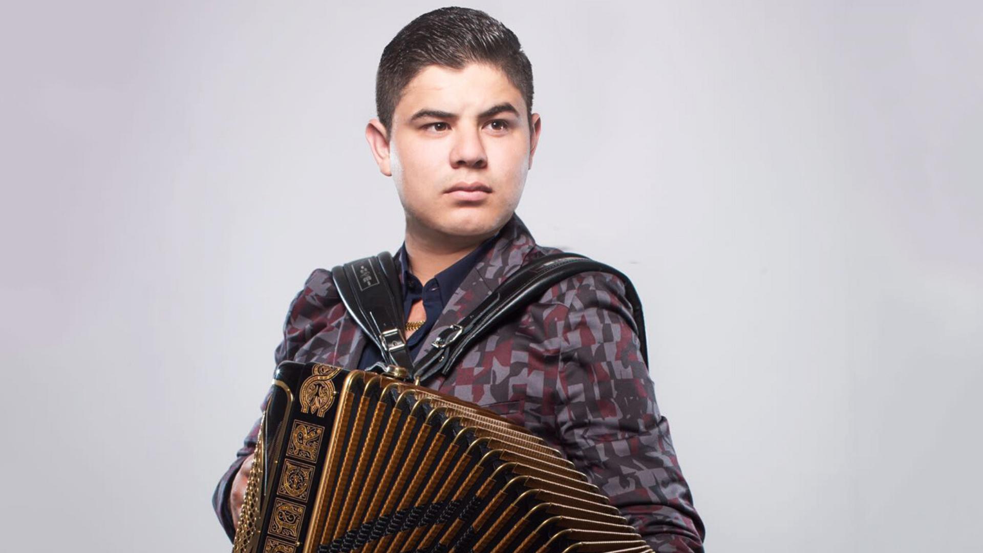 Alfredo Olivas será papá por tercera ocasión y estrena tema