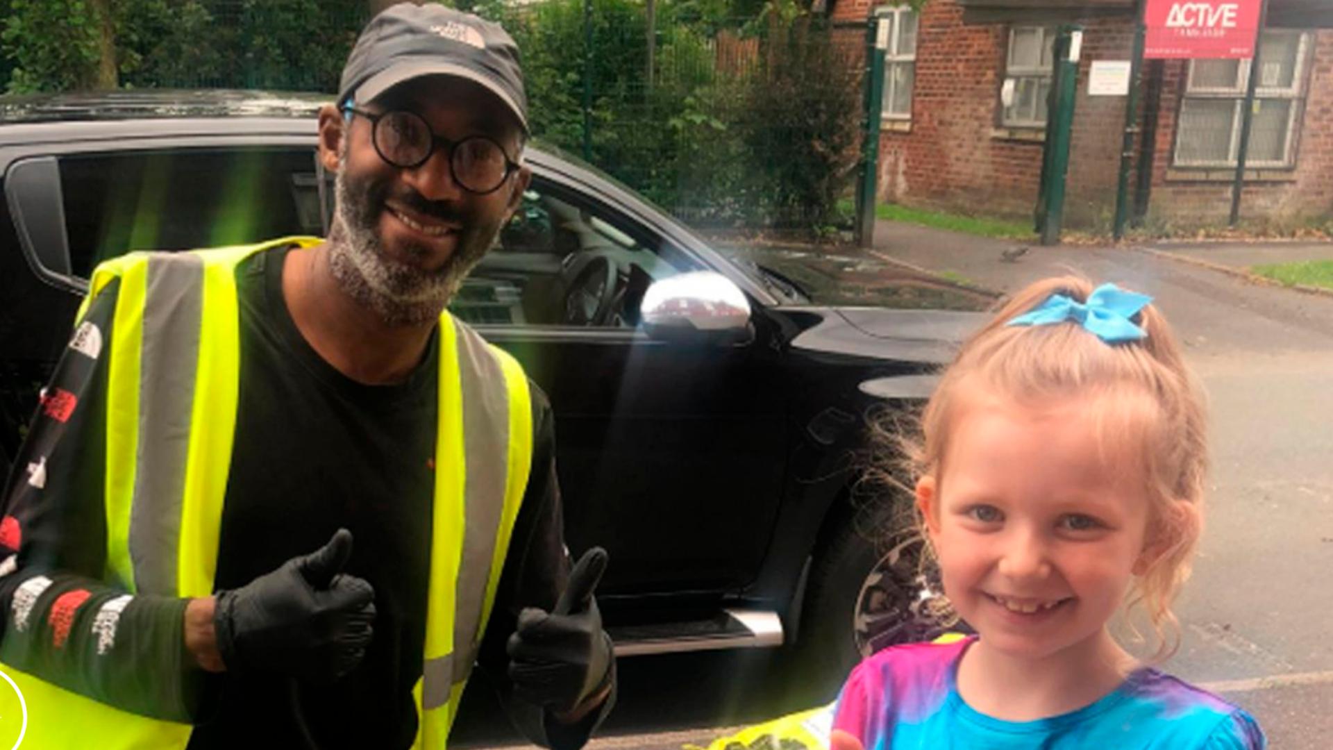 Hermosa amistad entre un cartero sordo y una niña se hace viral