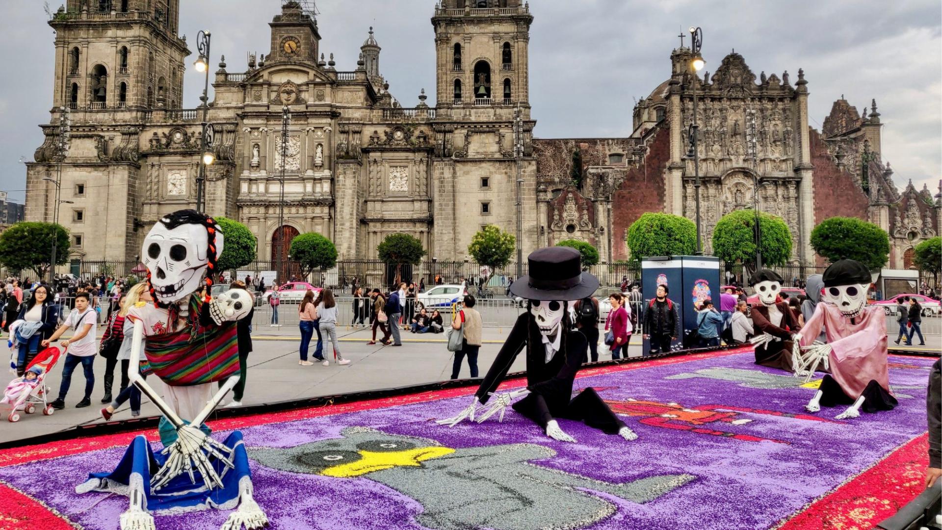 Checa la info sobre la ofrenda del Día de Muertos del Zócalo