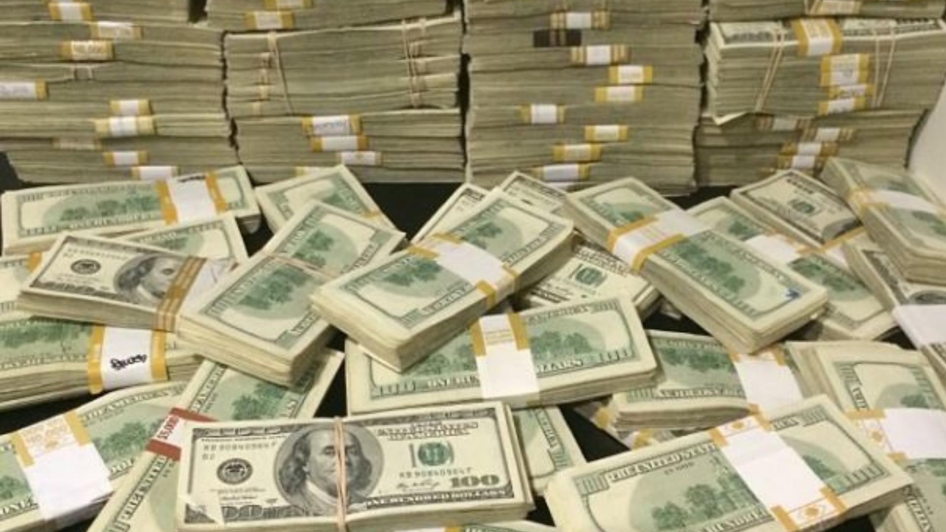Pareja hereda más de 148 millones de pesos a sus vecinos