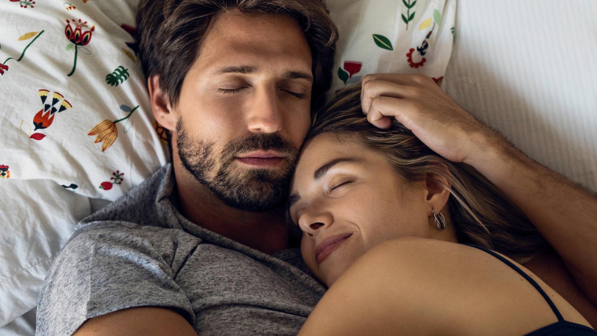 ¿Dormir a la misma hora que tu pareja es la clave para fortalecer la relación?